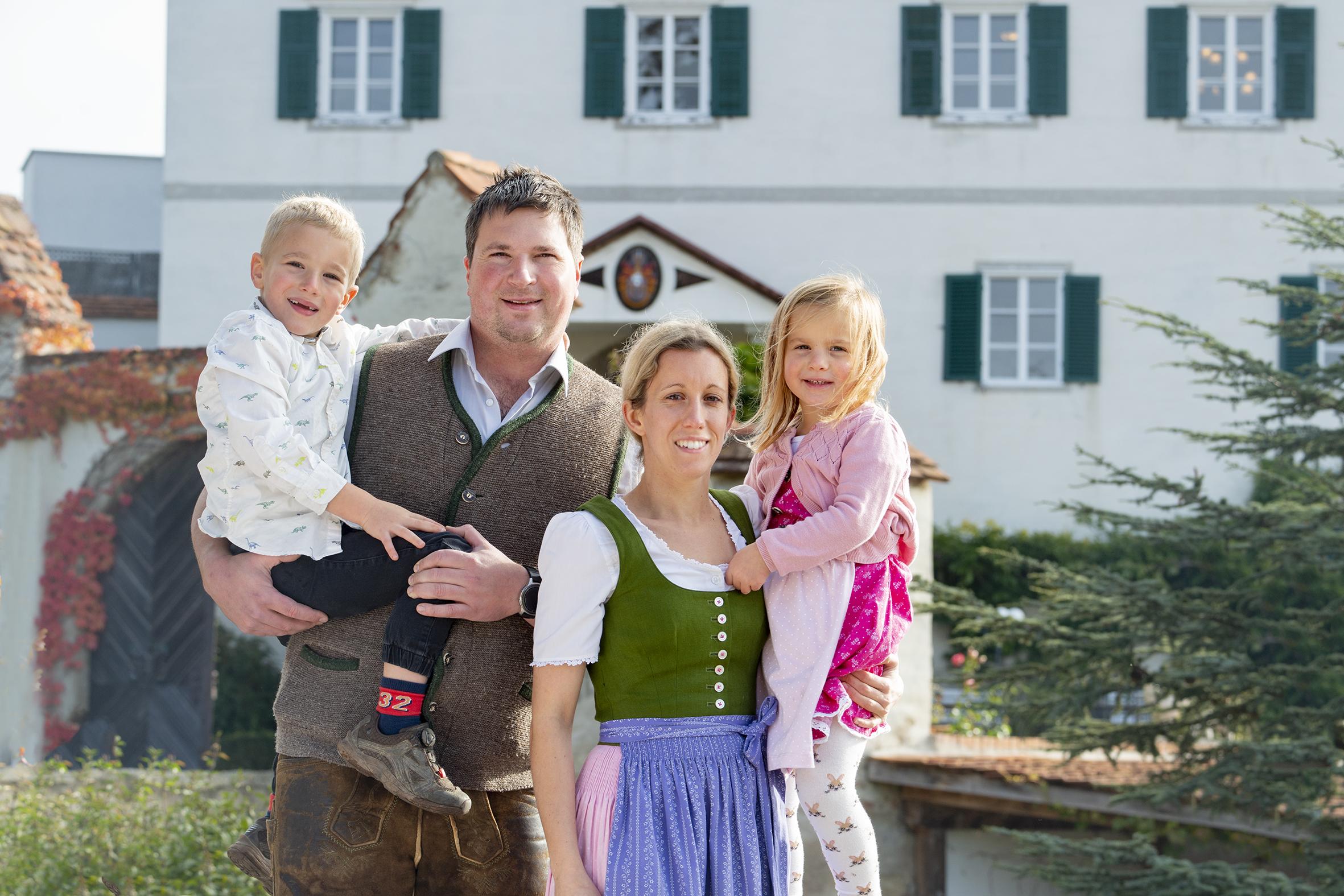Katharina (I.) und Johannes Winkler-Hermaden mit Georg (II.) und Andrea